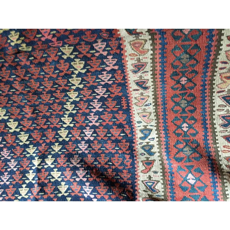tapis kilim rouge et bleu sur moinat sa antiquit s. Black Bedroom Furniture Sets. Home Design Ideas