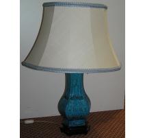 Lampe, en porcelaine, coloris bleu.