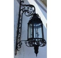 灯笼适用于室外的黑色的。