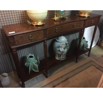 Console rectangular with three drawers.