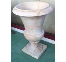 Paire d'urnes en marbre beige veiné