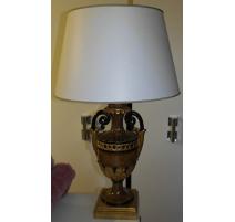 Paire de lampes en bois sculpté et peint