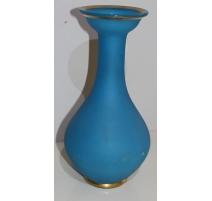 Vase en opaline bleu avec filet doré
