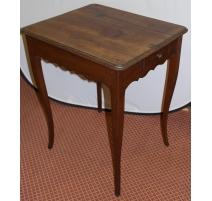 Небольшой прямоугольный стол Людовика XV из красного дерева