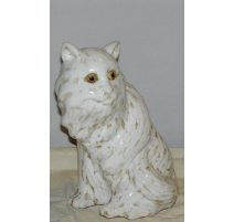 Кошка из белой керамики глазурованной