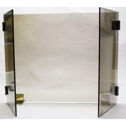 Pare-feu moderniste en verre fumé et laiton doré