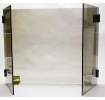 Брандмауэр в стиле модерн дымчатого стекла и латуни