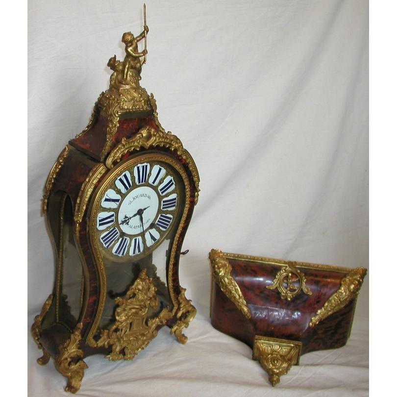 Pendule Louis XV, rouge. Signée JOUARD, Paris