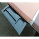 Bureau en forme d'aile en cuir bicolor et fer poli