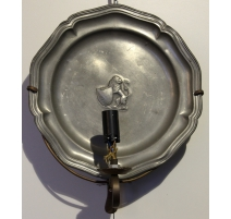 "Apply with pewter plate ""Lion crest"""