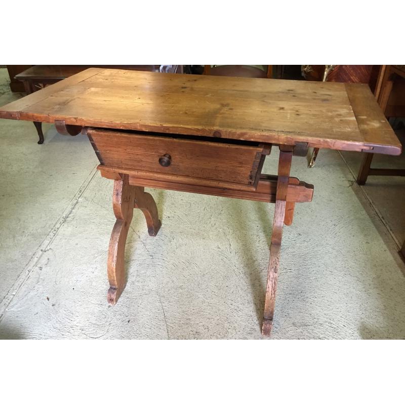 table suisse en sapin avec 1 tiroir sur moinat sa antiquit s d coration. Black Bedroom Furniture Sets. Home Design Ideas