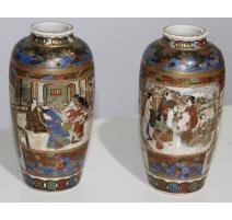 Paire de vases Satsuma décor personnages