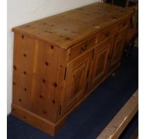Стол ели 3 двери и 3 ящика