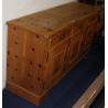 Buffet en madera de abeto con 3 puertas y 3 cajones
