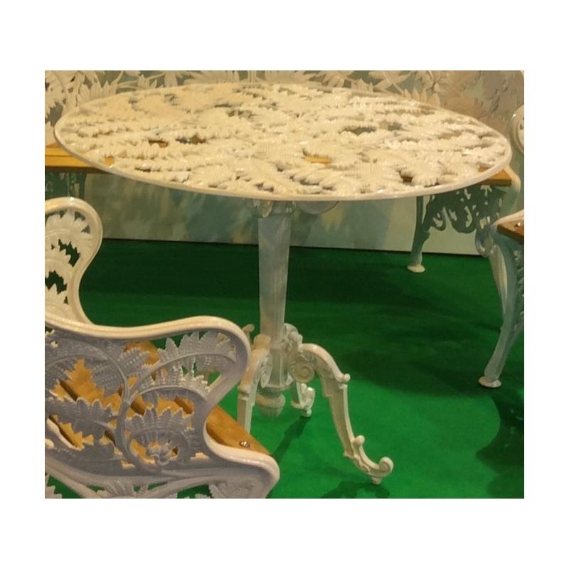 table foug re en fonte d 39 aluminium sur moinat sa. Black Bedroom Furniture Sets. Home Design Ideas