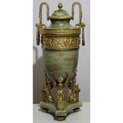 Vase avec couvercle en onyx vert et bronzes doré