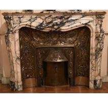 壁炉Regency风格的大理石brocatelle