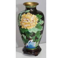 Vase cloisonne black background and yellow flower
