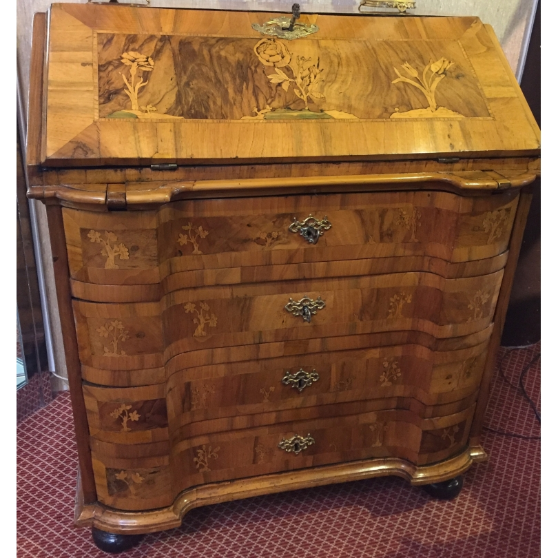 Bureau-commode Baroque.