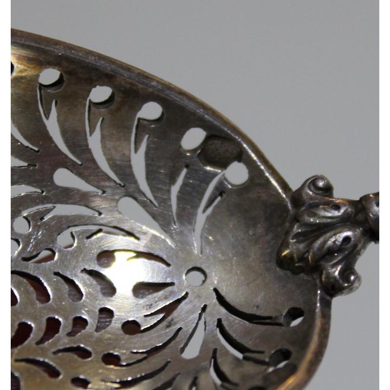 cuill re saupoudrer en argent avec manche ivoire sur. Black Bedroom Furniture Sets. Home Design Ideas