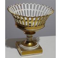 Coupe en porcelaine dorée ajourée