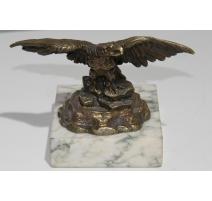 Aigle en bronze, socle en marbre blanc