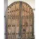 Porte cloutée espagnole voutée, en pin