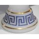 Vase évasé en opaline blanche à décor de frise