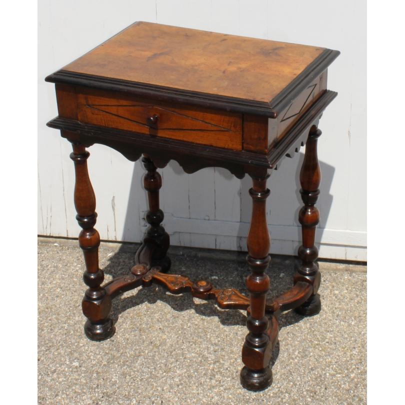 Table de cabaret Louis XIII en noyer