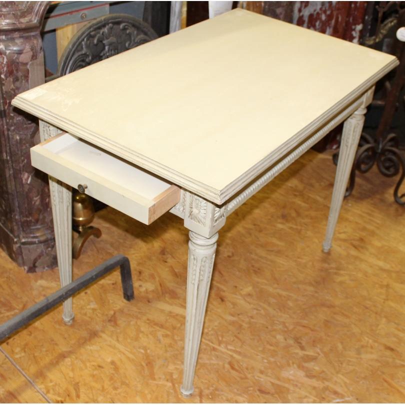 Table Louis XVI en bois laqué crème