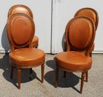 Série de 4 chaises style Louis XVI à médaillon