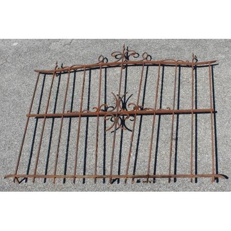 grille de fen tre en fer forg sur moinat sa antiquit s d coration. Black Bedroom Furniture Sets. Home Design Ideas