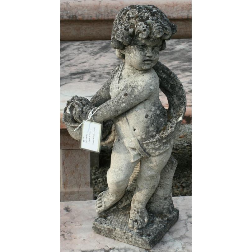 """Sculpture """"Chérubin au panier"""" en pierre"""