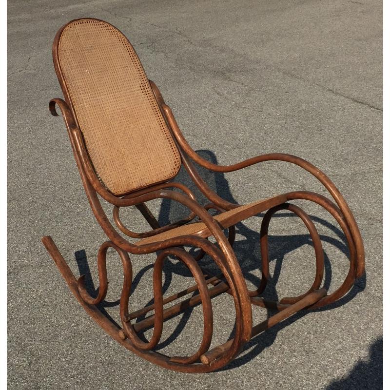 fauteuil bascule en bois thermoform kohn sur moinat sa antiquit s d coration. Black Bedroom Furniture Sets. Home Design Ideas