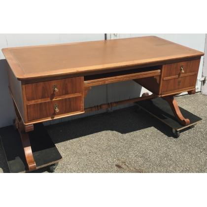 bureau style louis philippe en noyer dessus cuir sur moinat sa antiquit s d coration. Black Bedroom Furniture Sets. Home Design Ideas
