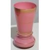 Vase en opaline rose à décor doré