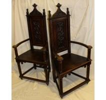 Paire de fauteuils Néo-gothiques richement sculpté