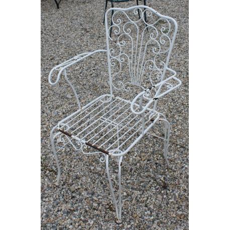 fauteuil de jardin en fer forg blanc sur moinat sa antiquit s d coration. Black Bedroom Furniture Sets. Home Design Ideas
