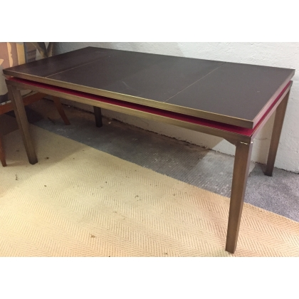 Table basse en bronze plateau en cuir noir