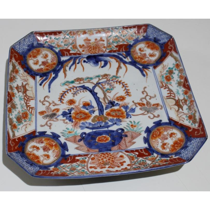 Assiette carrée à pans coupés en porcelaine Imari