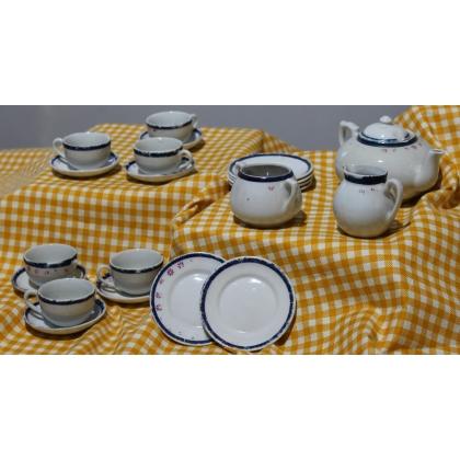 Service à thé de poupée en porcelaine