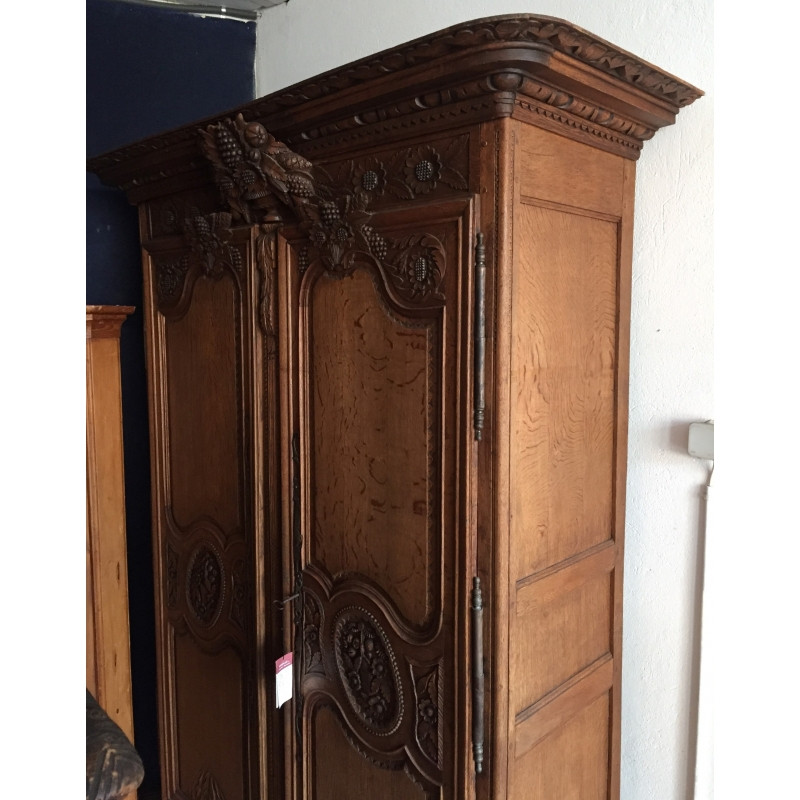 armoire normande en ch ne richement sur moinat sa. Black Bedroom Furniture Sets. Home Design Ideas