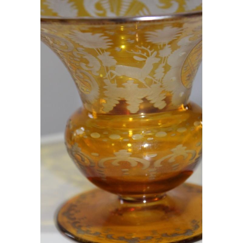 coupe sur pied en verre jaune de boh me grav moinat sa antiquit s d coration. Black Bedroom Furniture Sets. Home Design Ideas