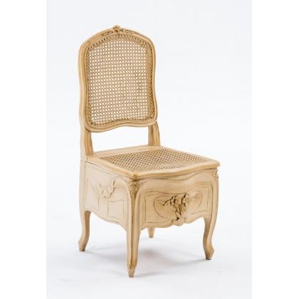 Chaise percée Louis XV estampillée, laquée beige