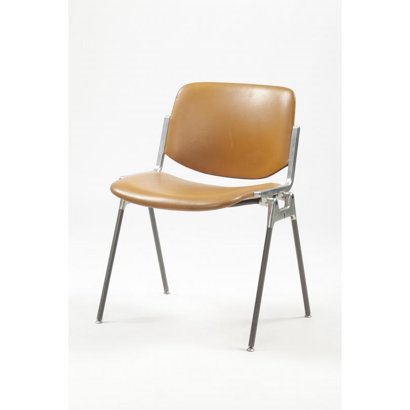 Chaise modèle DSC 106 de Giancarlo PIRETTI