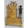 Pendule en bronze doré ornée de Napoléon