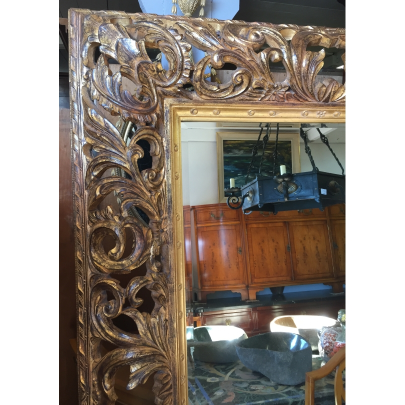 Grand miroir, cadre en bois sculpté doré