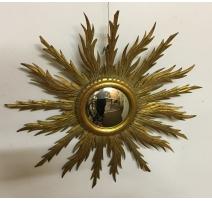 Petit miroir soleil en bois sculpté doré