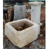 Fontaine avec chèvre en pierre du Jura