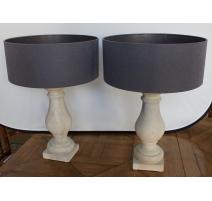Paire de lampes en ciment, abat-jours gris